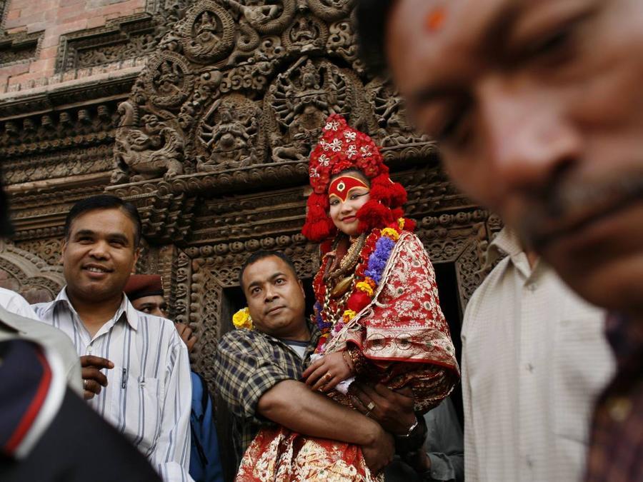 2. По мнению жителей Непала, ребенок-божество является телесной инкарнацией индуистской воинственной