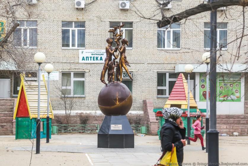 Местная симка с 10 гигами интернета обошлась чуть более, чем в тысячу тенге (200 рублей).