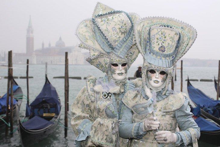 1. Первое упоминание карнавала в Венеции относится к 1094 году, хотя до XIII—XIV веков масок на карн