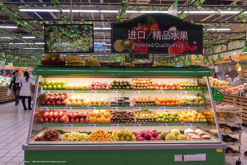 24. Импортные фрукты значительно дороже, но тоже доступны.