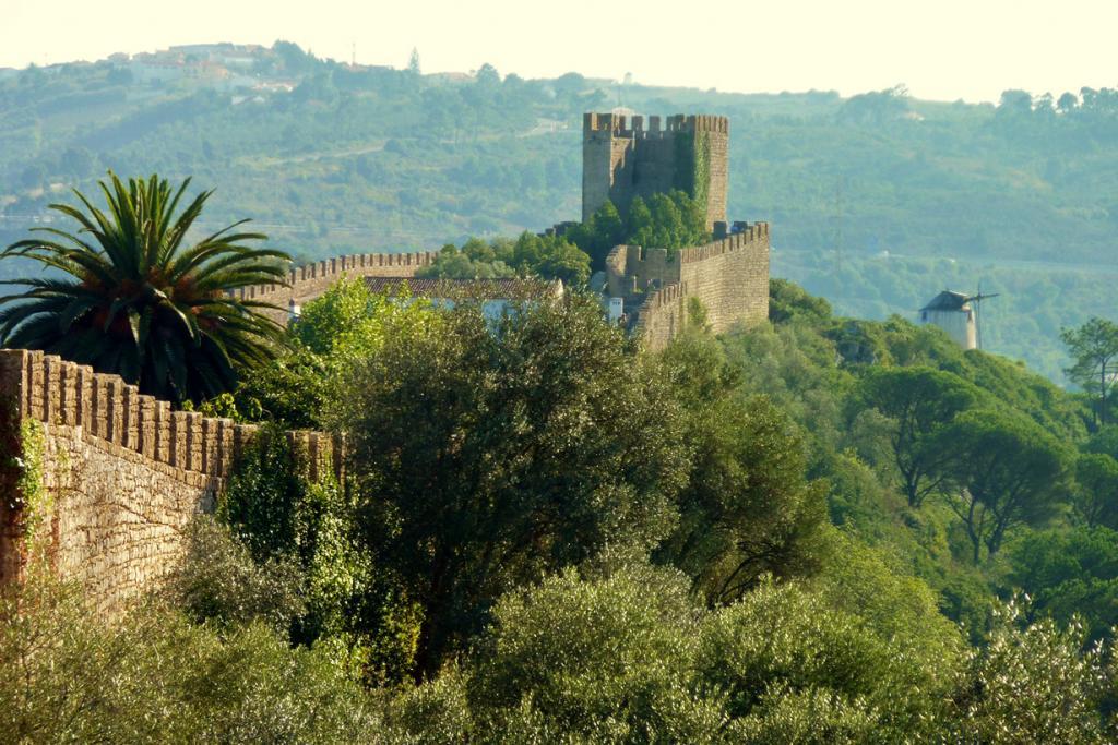 Португалия. Замок Обидуш. Здание было основано в XII веке; используется в качестве гостиницы с 1