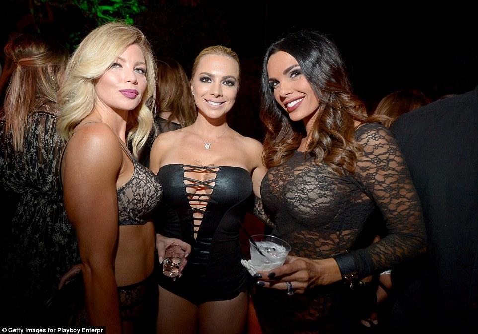 Малинник без садовника: ежегодная вечеринка в особняке Playboy прошла без Хью Хефнера (29 фото)