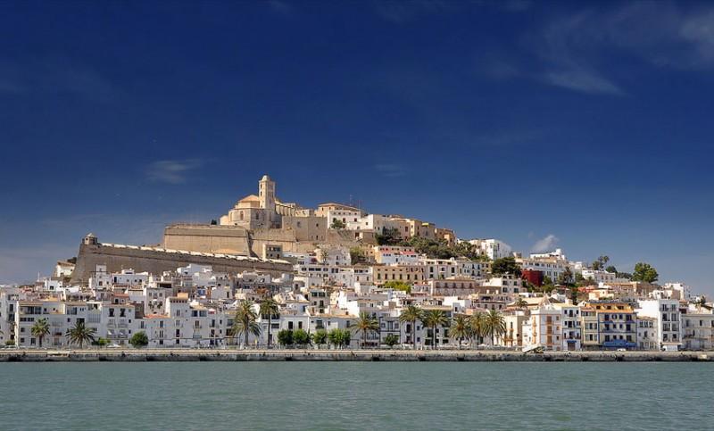 Espana-Ibiza-Ibiza-Town(flickr.com-chas.eastwood).jpg