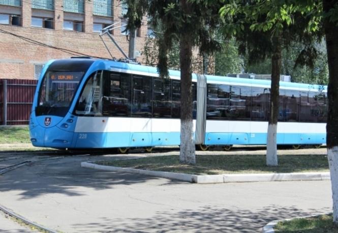 ВВиннице презентовали новый 31-метровый трамвай