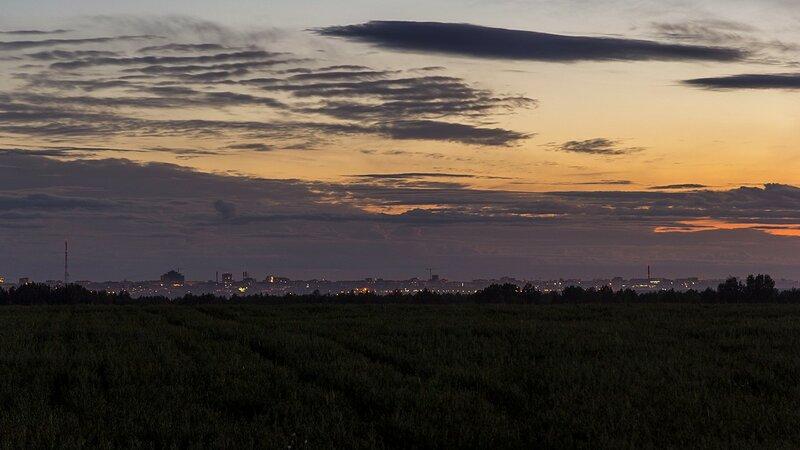 Вид на ночной киров на горизонте - от телевышки до труб Искожа.