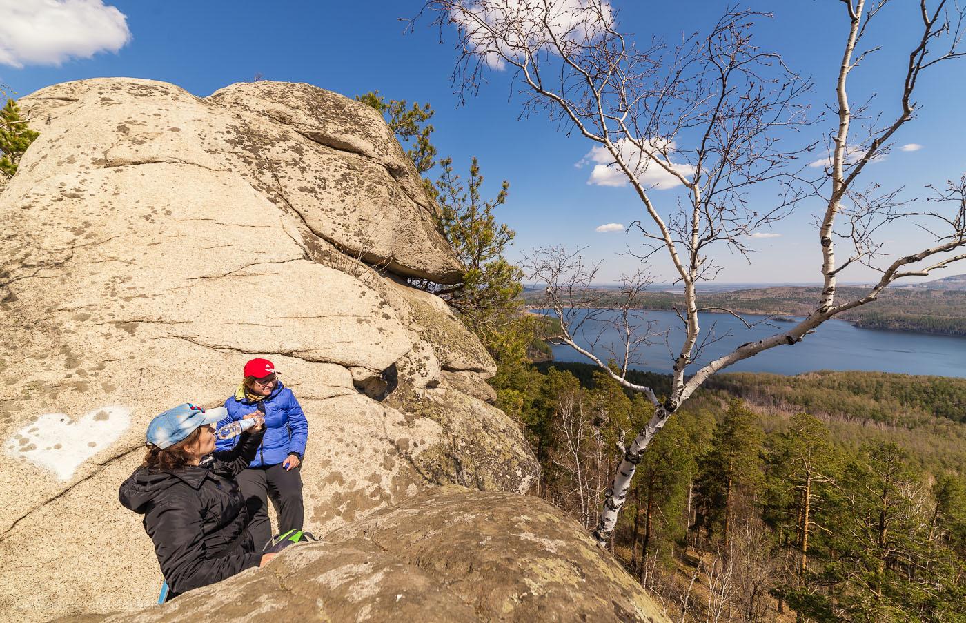 17. На скалах. Виды на озеро Аракуль. Как добраться к этой достопримечательности читайте в отчете об осеннем походе на скалы. 1/320, -0.67, 8.0, 100, 14.