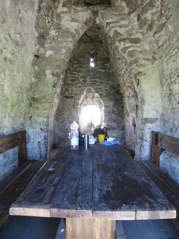 Внутри святилища Мят-Сели