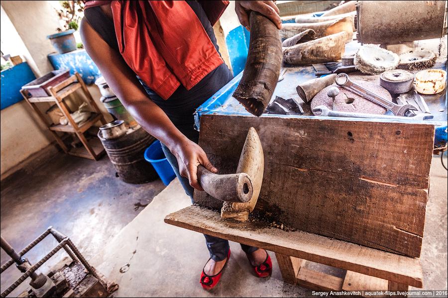 Как делают изделия из кости на Мадагаскаре