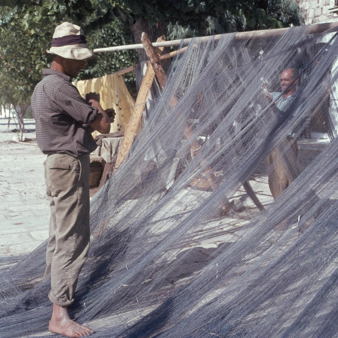 Самос. Питагорио. Рыбацкие сети. 1964
