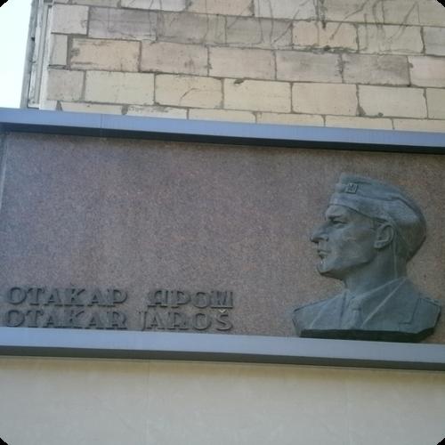 Мемориальная доска Отакару Ярошу 1.png