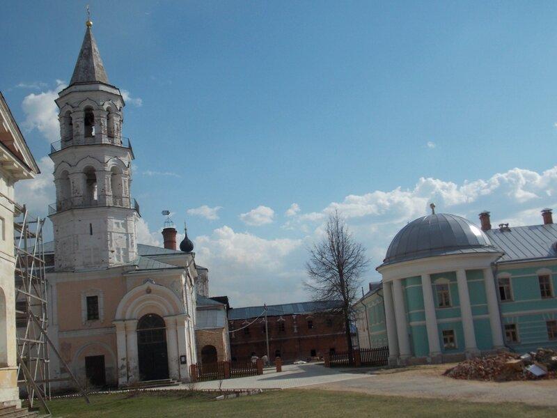 Введенская церковь с колокольней