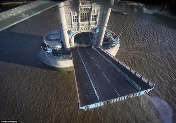 В Лондоне открывается прозрачный мост с видом на реку Темза 0 12cf9f 1e68f595 orig