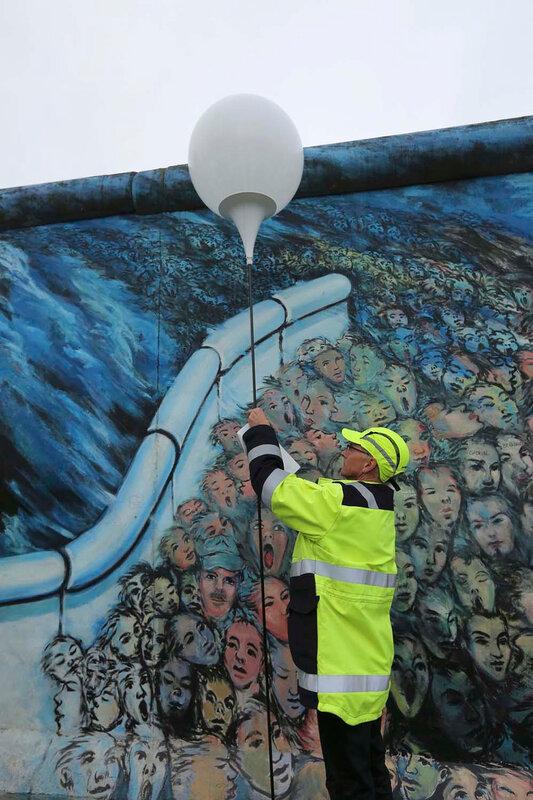 Столица Германии готовится праздновать 25 летие падения Берлинской стены 0 10800c 40f1e4f0 XL