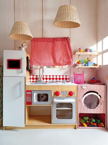 little-house-in-attic-kidsroom3.jpg