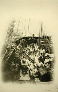 Нижние чины команды судна Заря во время обеда на палубе
