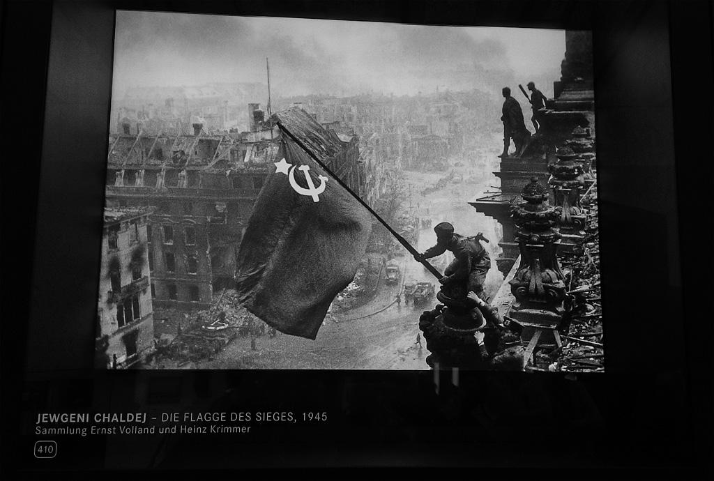 14. И этот, дорогой сердцу каждого советского человека, снимок снят на камеру Leica.