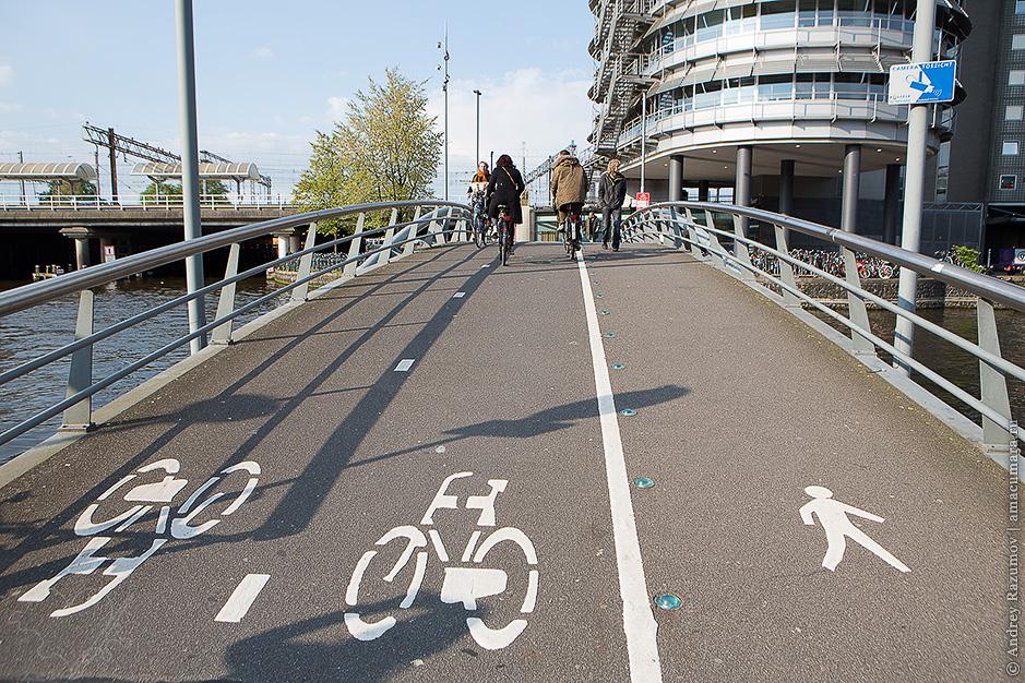 Велосипедист в Амстердаме