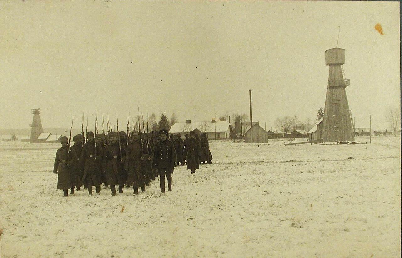 10. Военные во время строевых занятий. Польша, д. Поток. 13 февраля 1915