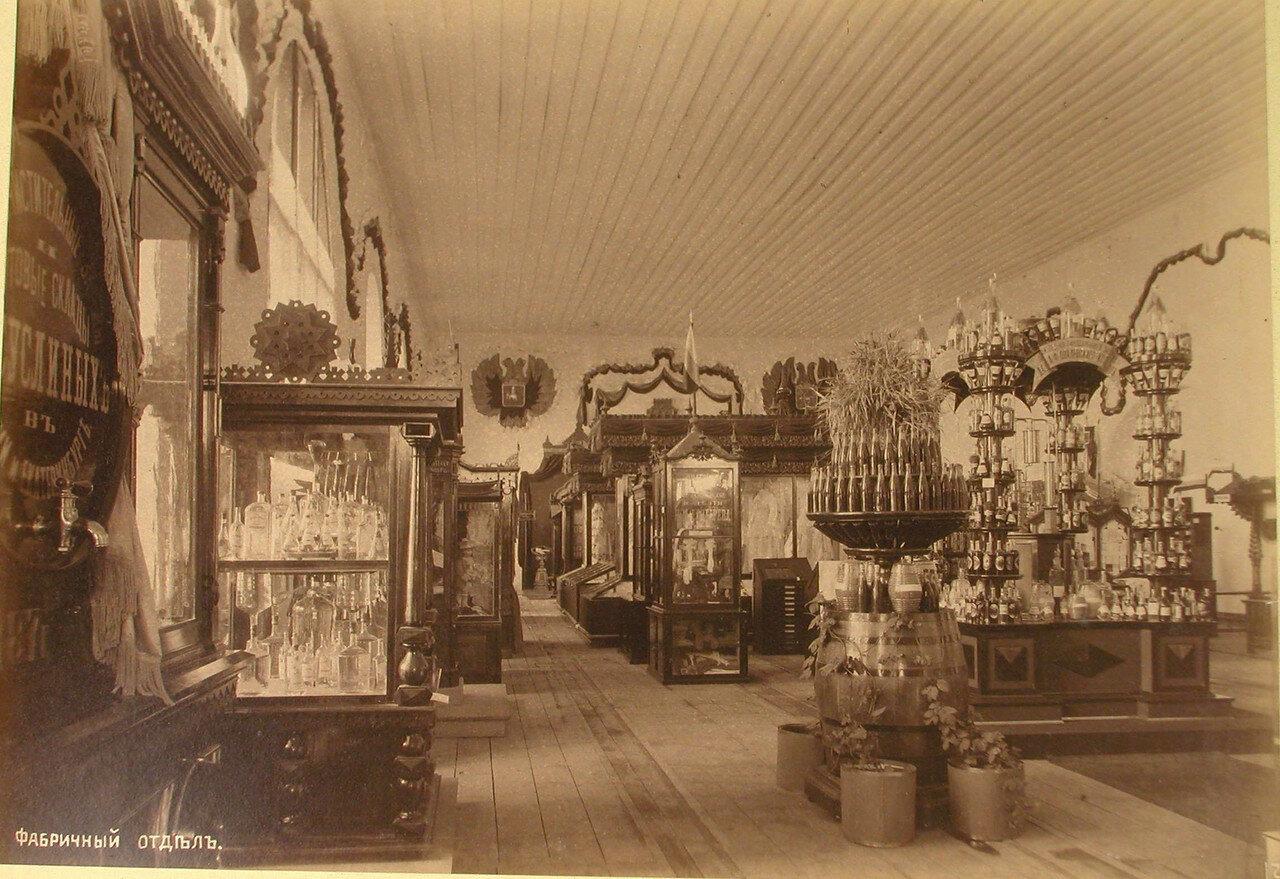 34. Вид части зала, где размещались экспонаты фабричного отдела выставки