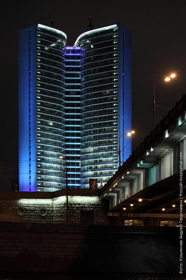 Ночное здание Правительства Москвы