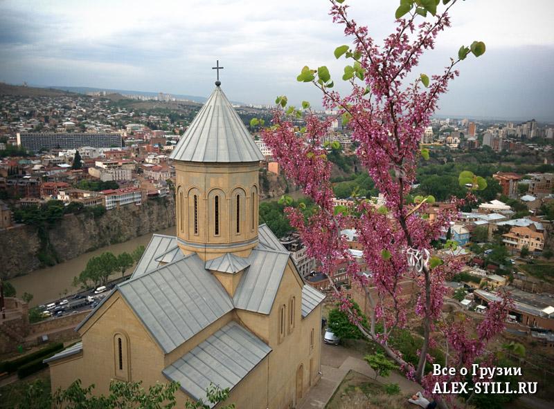 Церковь Святого Николая весной