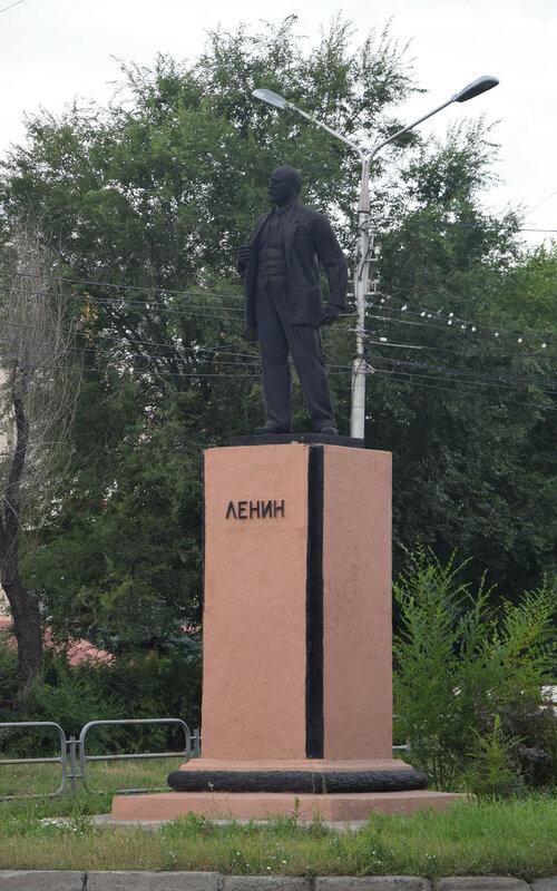Памятник В.И. Ленину на проспекте Пушкина
