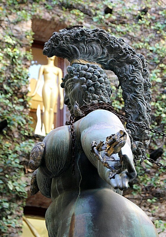 Фигерас. Музей Сальвадора Дали. Внутренний двор