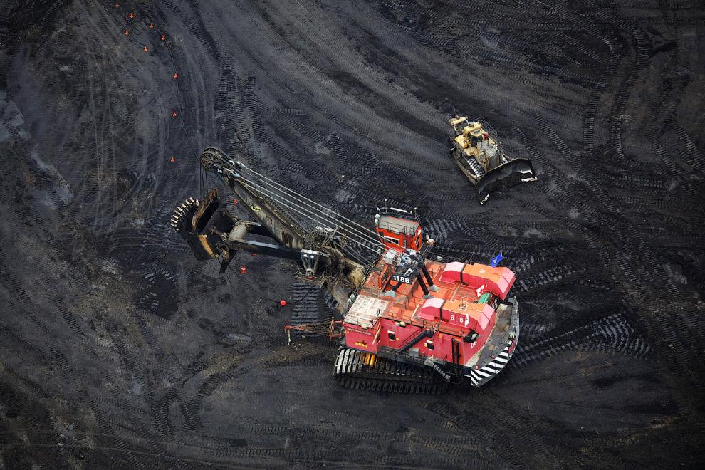 13. Нефтяные пейзажи. (Фото Reuters | Todd Korol):