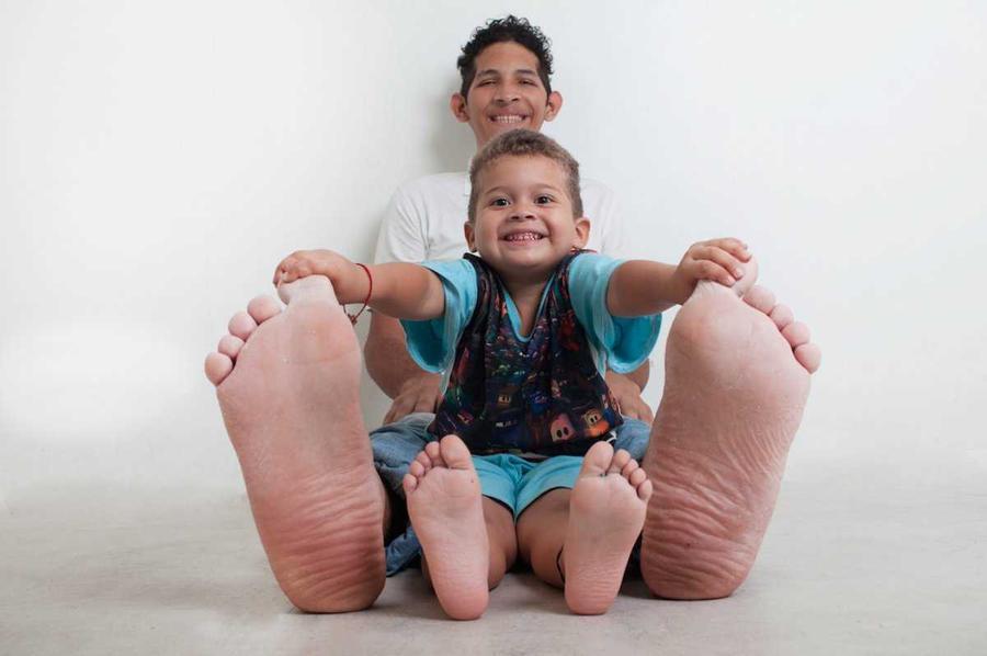 7. У 20-летнего Джейсона Орландо Родригеза Хернандеза из Венесуэлы — самые большие стопы в мире. Дли
