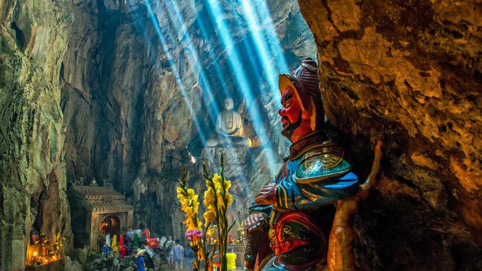 Самая протяжённая в мире Мамонтова пещера (США) — карстовая, заложена в известняках. Она имеет