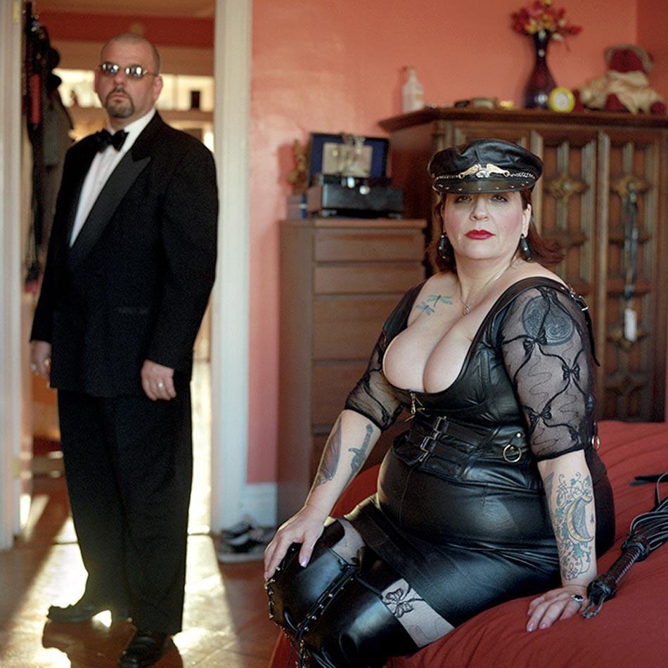 9. Кассандра Мун и Контель — муж и жена, любящие ролевые игры.
