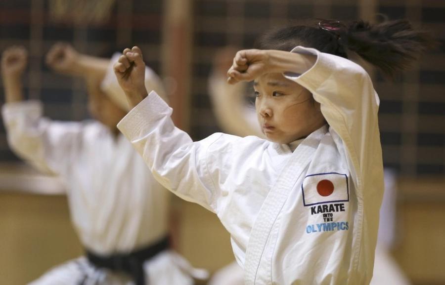 1. 9-летняя Махиро Такано – трехкратный чемпион Японии по каратэ в своей возрастной группе на заняти