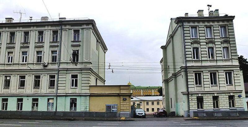 9. Разорванный дом в Москве Когда-то этот дом на Моховой был единым зданием и именовался доходным до