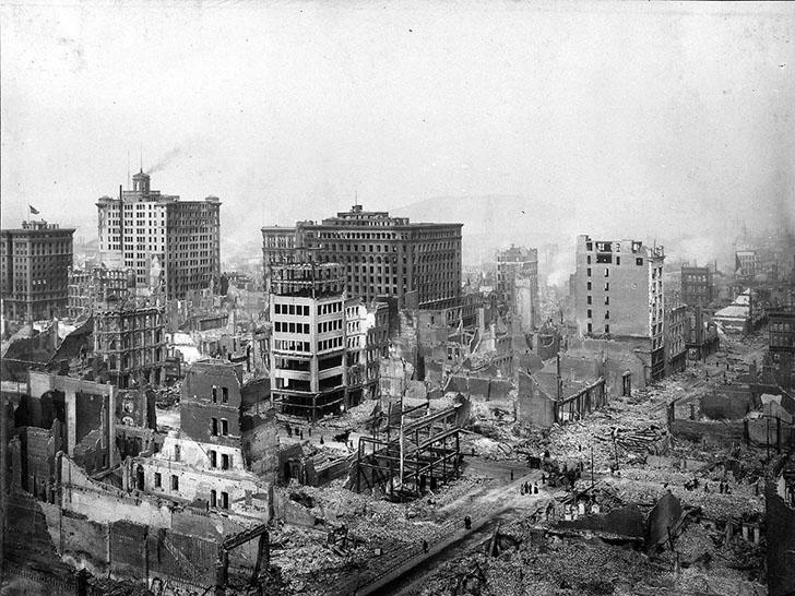 Сан-Франциско в 1906 году. Тогда в городе землетрясение магнитудой 7,8 балла разрушило район залива.