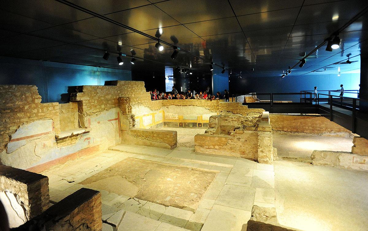 34. Domus (Римский дом) — здесь явно видны руины двух жилищ, можно даже мозаику на полах рассмотреть