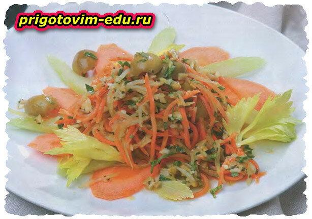 Салат из оливок с чесноком