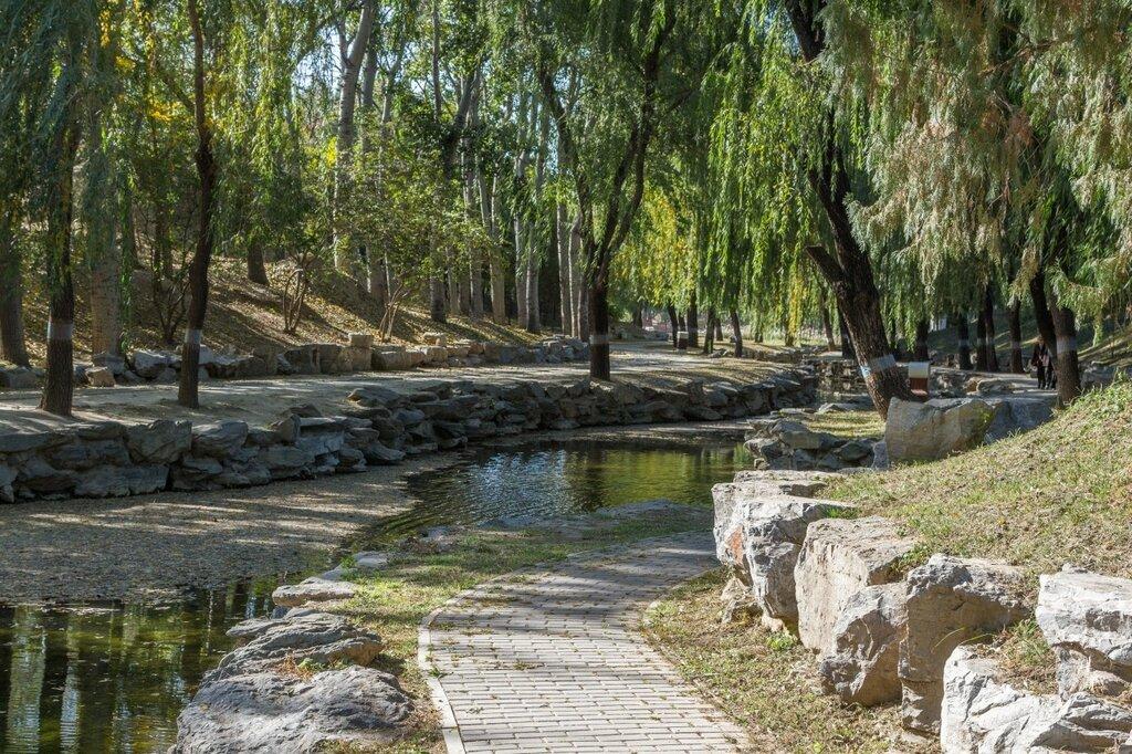 Дорога вдоль протоки, парк Юаньминъюань, Пекин