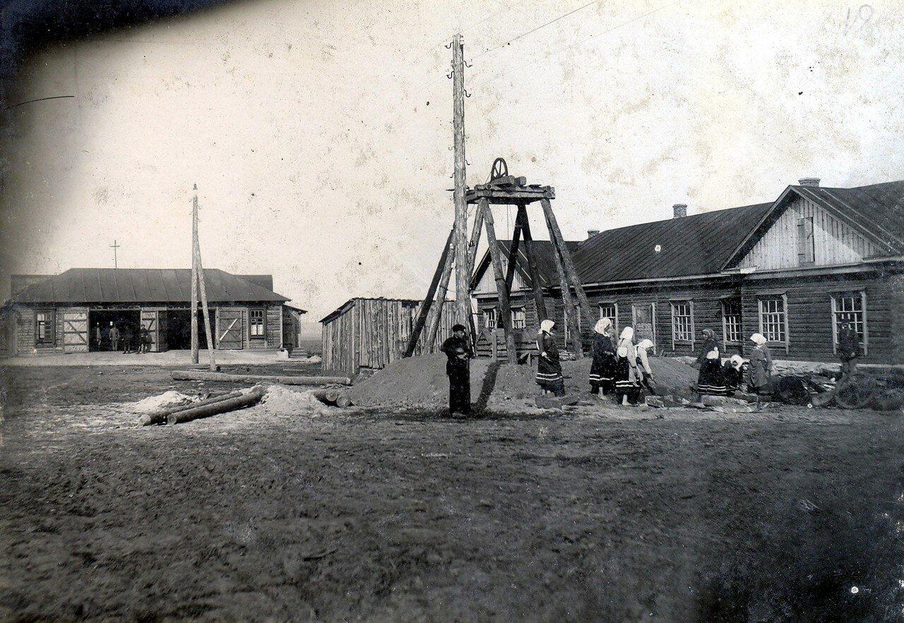 1929. Проходка колодца на Октябрьском Поле