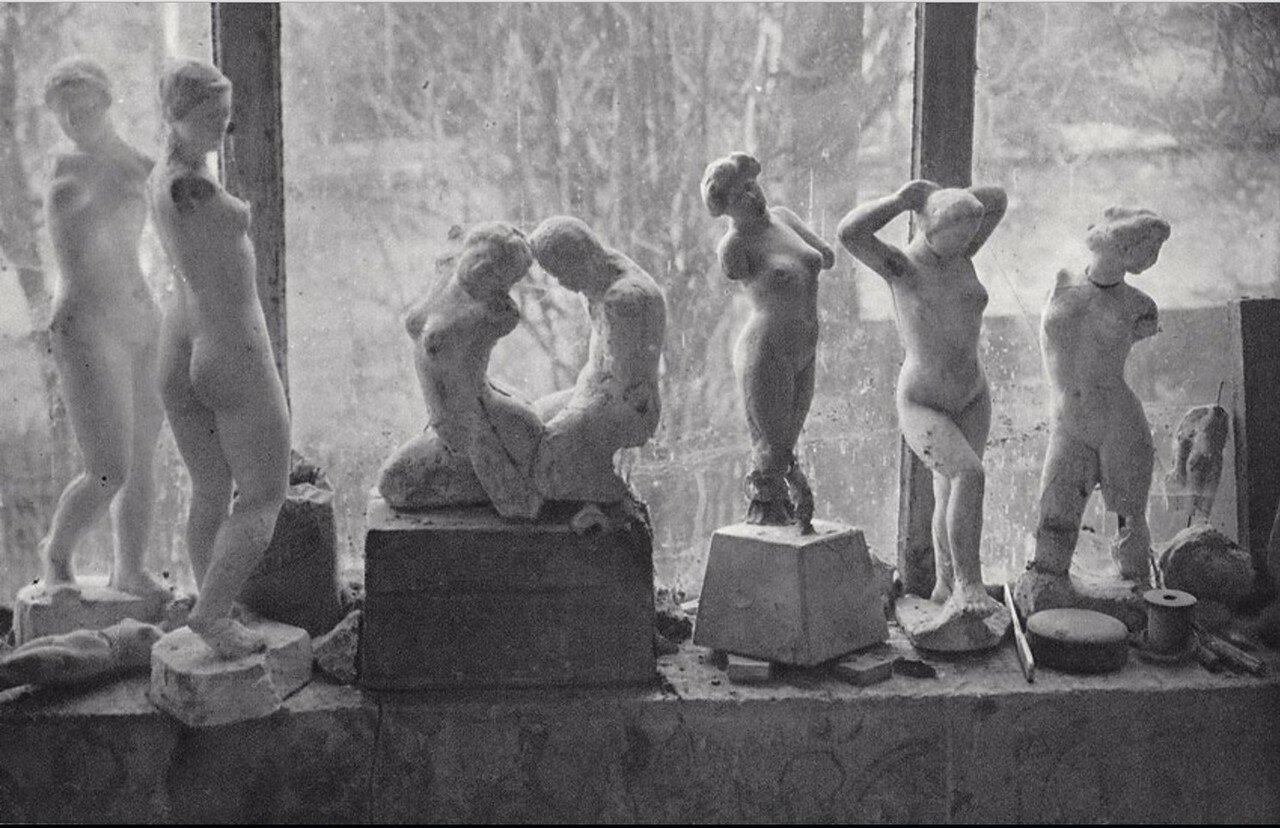 1937. Терракотовые фигурки в мастерской Аристида Майоля в Марли-ле-Руа