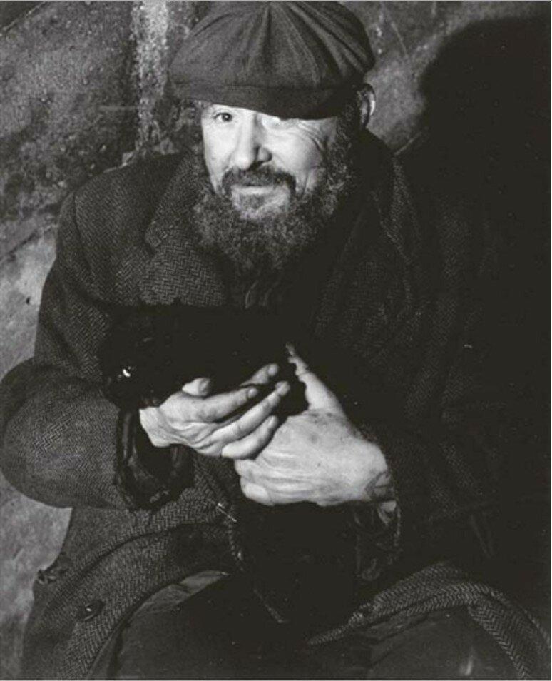 1930-е. Бродяга с кошкой