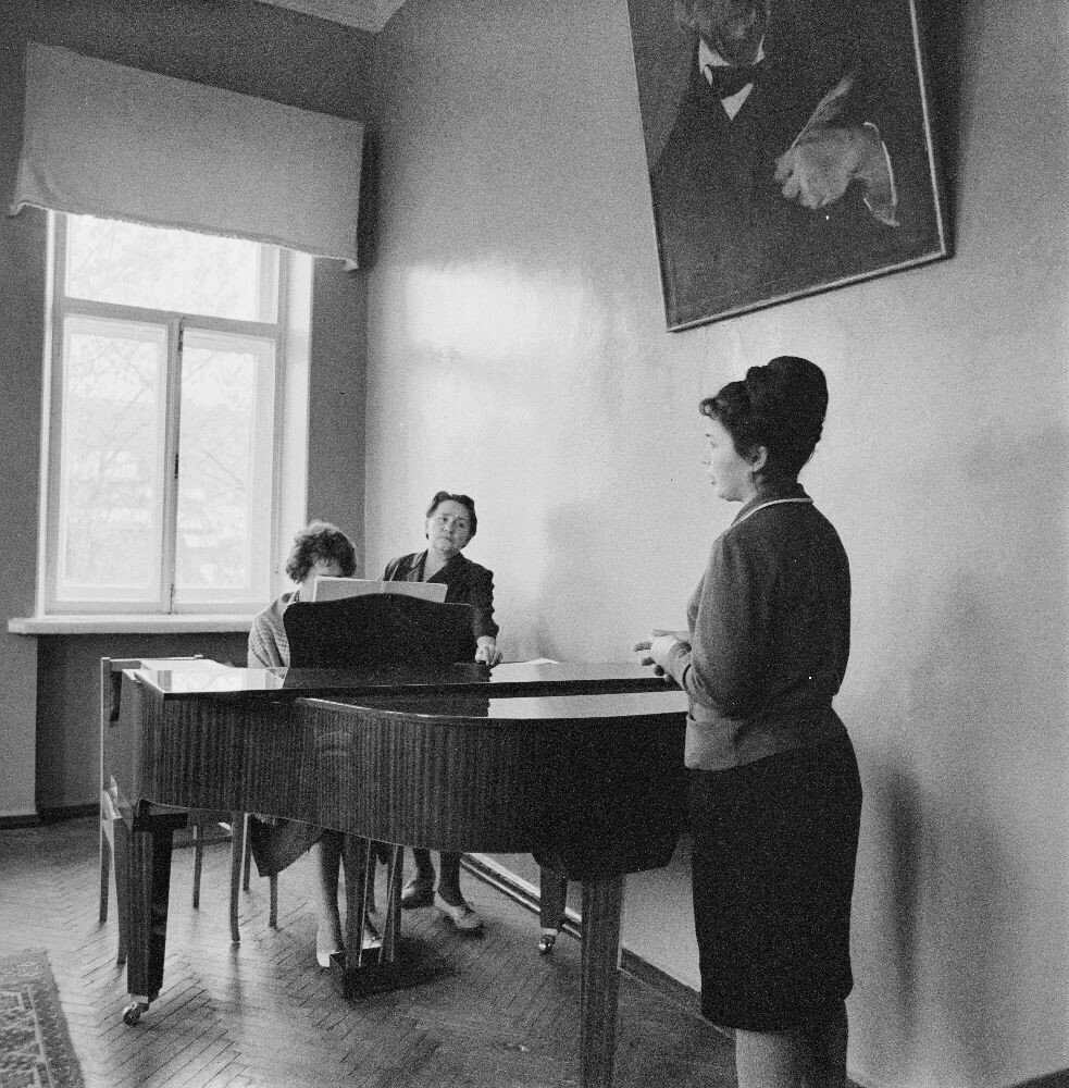 Пианистка, певица и аккомпаниатор