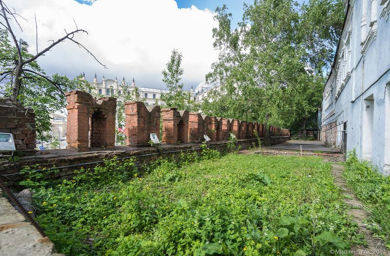 Китайгородская стена. Площадь Революции.