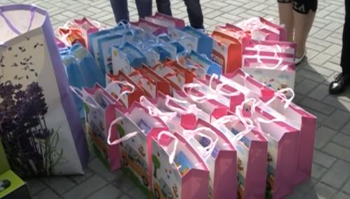 """""""Наша Партия"""" раздала воспитанникам детского дома подарки"""