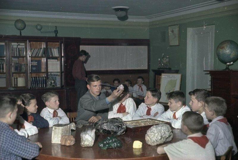 1950-55 Ленинградский дворец пионеров Свердловского района. Владислав Микоша2.jpg