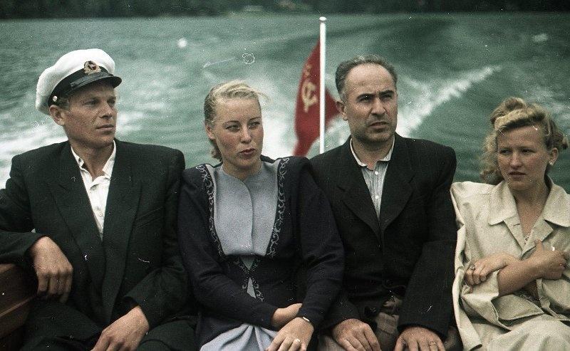 1952 На катере. Из серии «Озеро Рица». Владислав Микоша.jpg