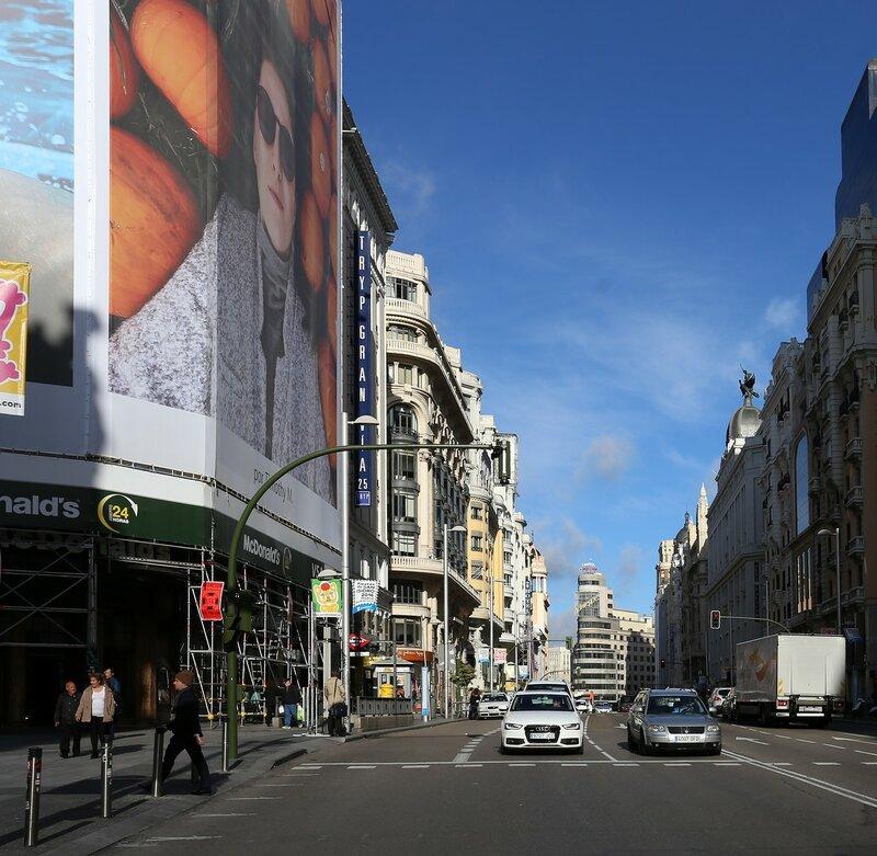 Мадрид. Улица Кабальеро-де-Грасия (Calle del Caballero de Gracia)