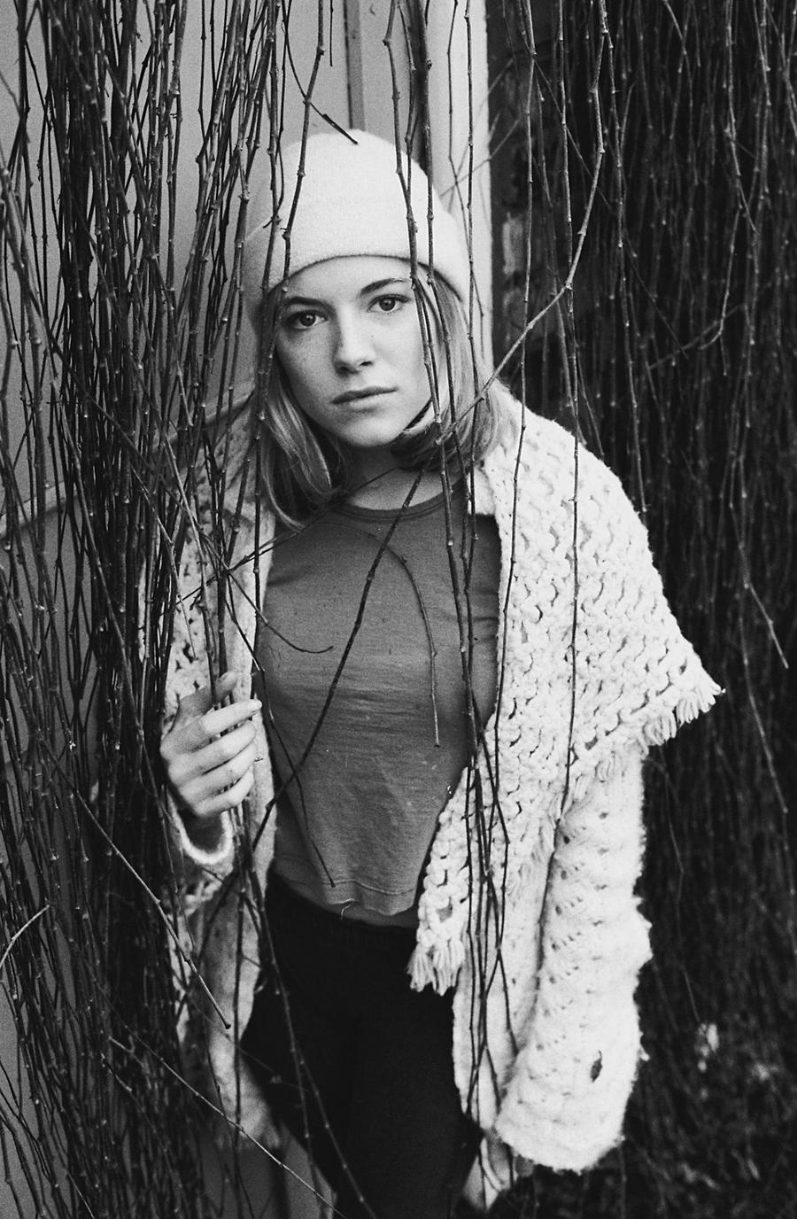18.1998 год. 17-летняя Сиенна Миллер.