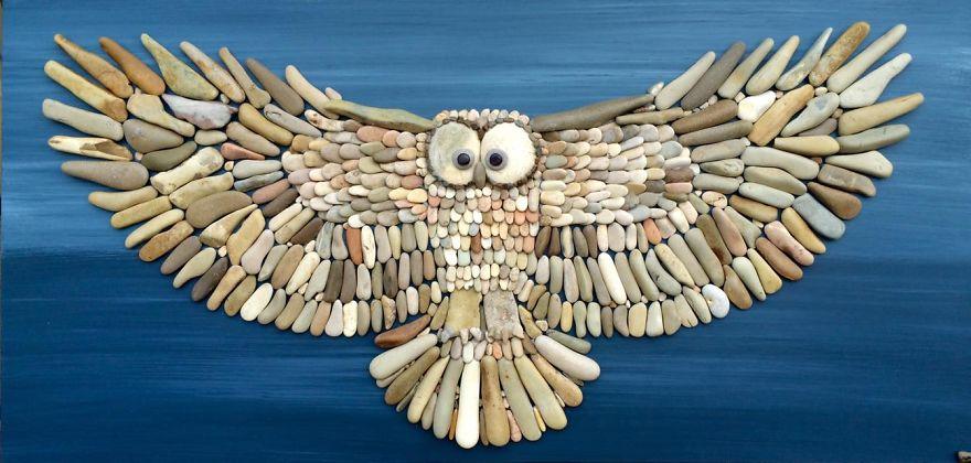 Художник составляет удивительно реалистичные картины из камней, найденных на пляже (30 фото)
