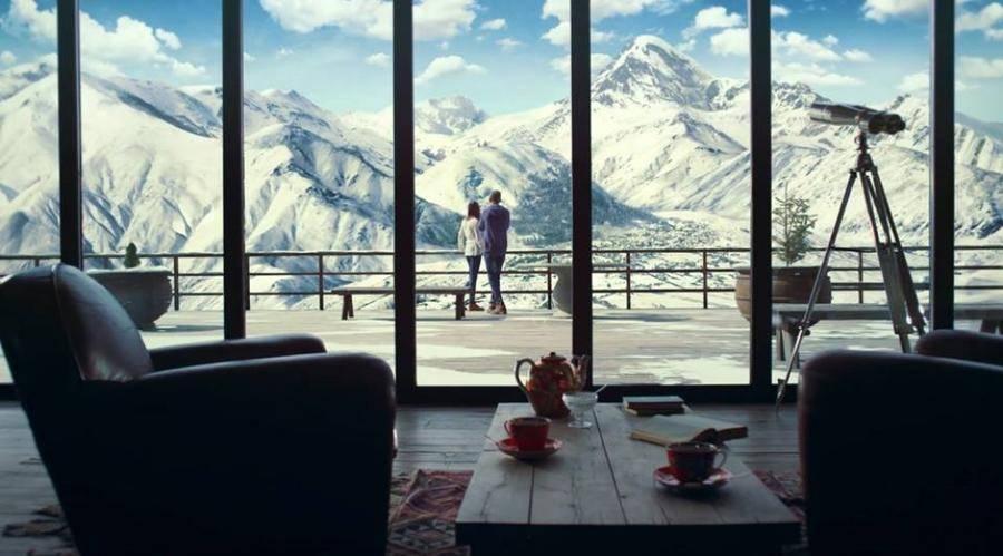 13. Вид на одну из самых высоких вершин Кавказа — Казбеги.