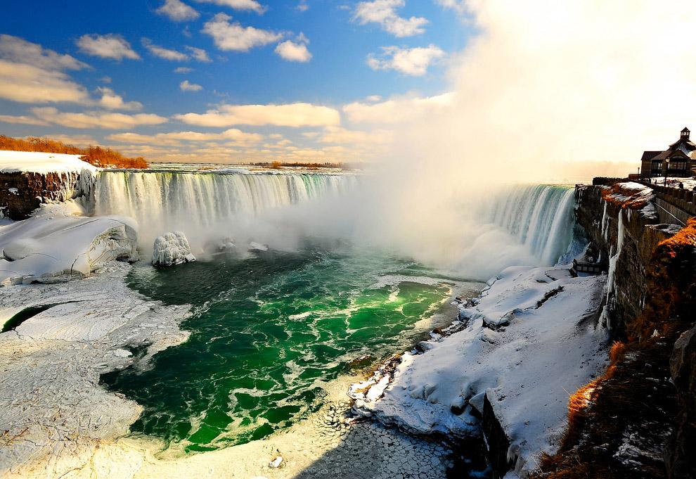 Высота водопада — 51 метр. Общая длина водопада — 1150 метров, из них 323 метра — Американский